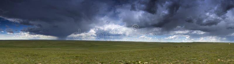 Panoramische prairieonweersbui stock foto's