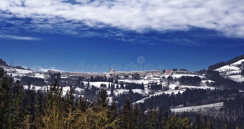 Panoramische sneeuwval van Elgeta in Gipuzkoa royalty-vrije stock fotografie
