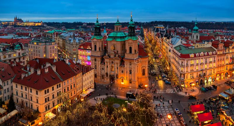 Panoramische Stadtskylineansicht von Prag stockfotografie
