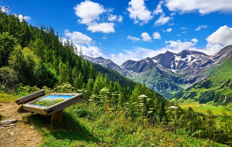 Panoramische Straße Grossglockner in Österreich Aussichtsplattform lizenzfreies stockbild