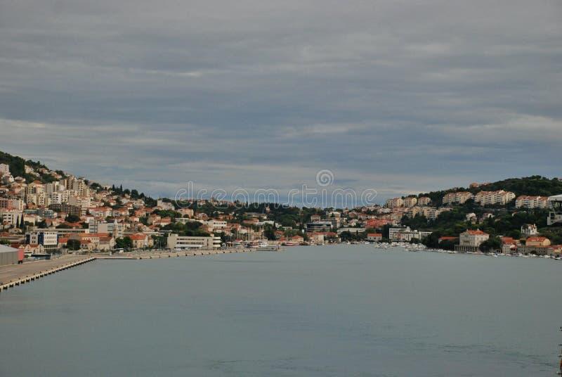 Panoramische Ufergegendansicht von Dubrovnik, Kroatien lizenzfreies stockbild