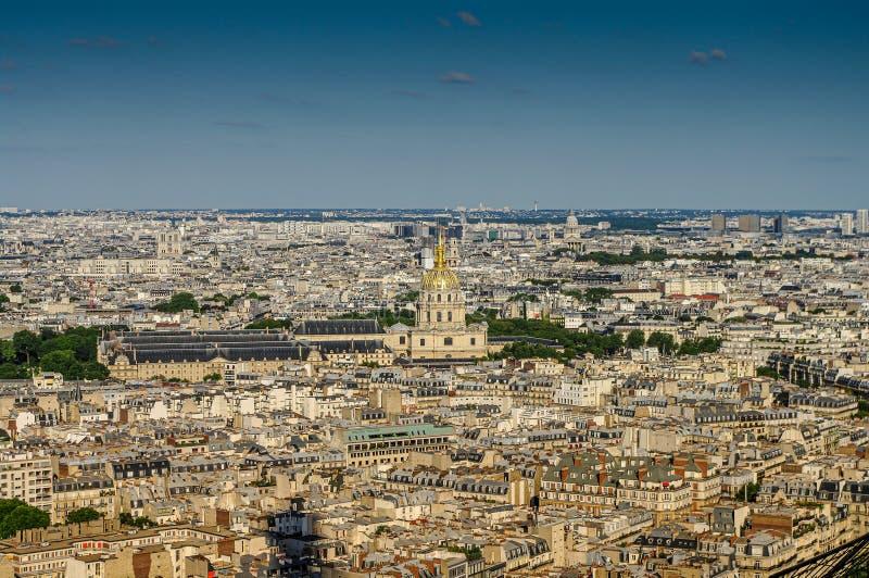 Panoramische vogelmening over de stad in van Parijs tijdens zonsondergang, Parijs, Frankrijk royalty-vrije stock fotografie