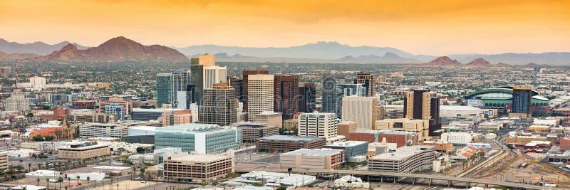 Panoramische Vogelperspektive über im Stadtzentrum gelegenem Phoenix, Arizona lizenzfreies stockbild