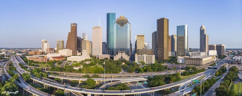 Panoramische Vogelperspektive des Tageslichtes von im Stadtzentrum gelegenem Stadtbild Houstons stockbilder