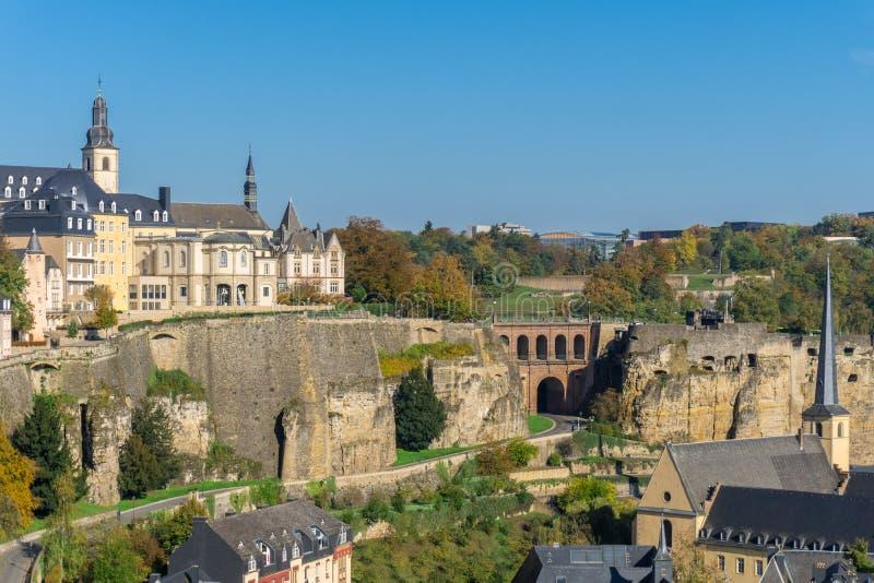 Panoramische Vogelperspektive von Luxemburg-Stadt - alte Stadt mit Verteidigungswand lizenzfreies stockbild