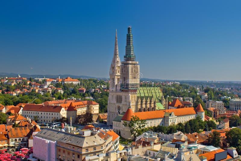 Panoramische Vogelperspektive Zagreb-Kathedrale lizenzfreie stockfotografie