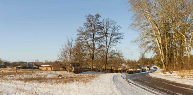 Panoramische Winterlandschaft im ukrainischen ländlichen Gebiet stockbild