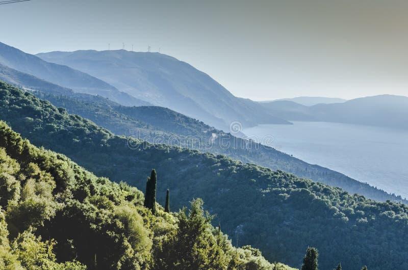 Panoramische zonsondergangmening van de Kefalonia-bergen royalty-vrije stock foto's