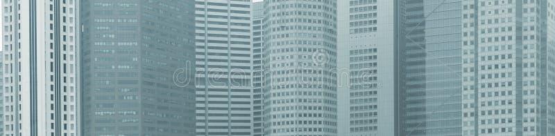 Panoramischer Hintergrund - Fenster von Hochhausstadtgebäuden lizenzfreies stockbild