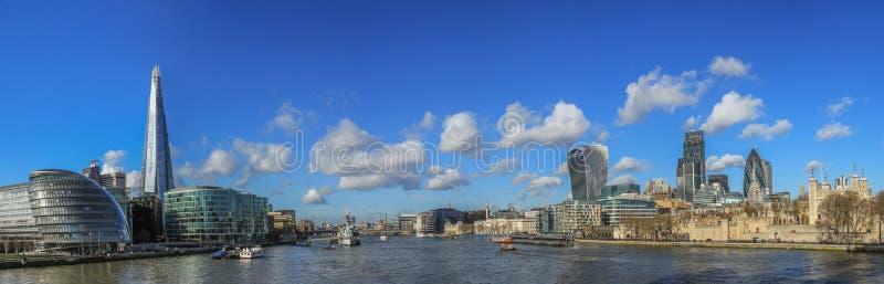 Panoramisches Foto der Stadt von London-Skylinen stockbild
