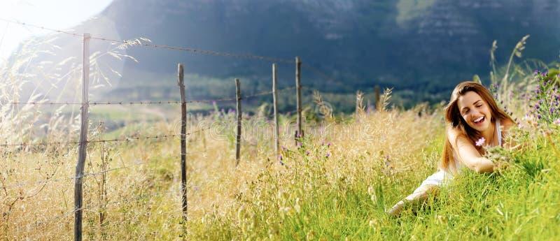 Panoramisches Freiheitsmädchen lizenzfreie stockfotos