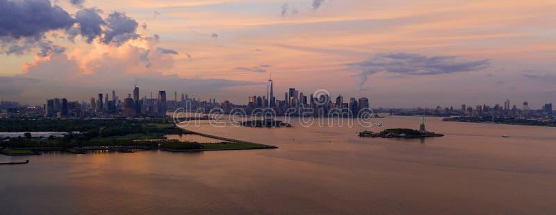 Panoramisches Jersey City Brooklyn Freiheitsstatue hohe Vogelperspektive-New York stockbild