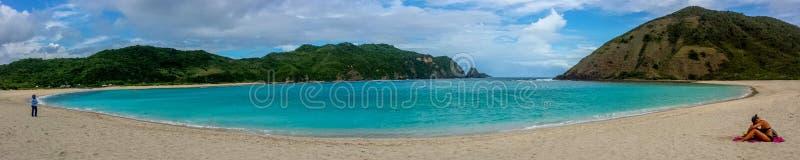 Panoramisches Vista von Mawun-Strand in Kuta, Lombok, Indonesien lizenzfreies stockfoto