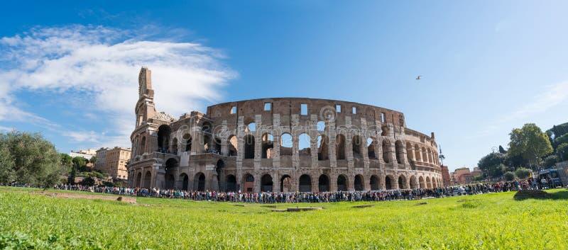 Panoramisk syn på Colosseum royaltyfri bild