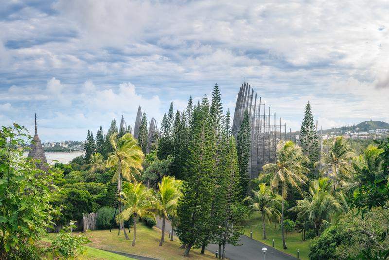 Panoramisk syn på kulturcentret i Tjibaou royaltyfri bild