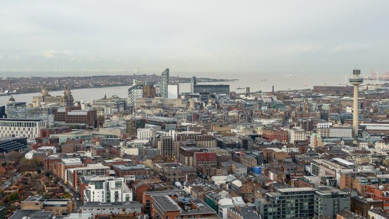 Panoramisk vy över Liverpool - nordvästra delen av Cityscape arkivbilder
