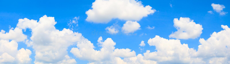 Panoramy chmura w lata pięknym tle i niebo obrazy stock
