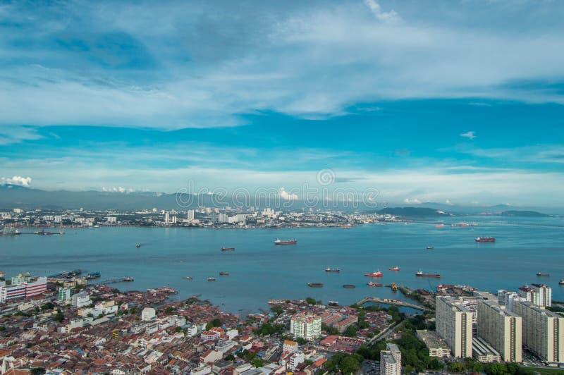 Panoramy krajobrazowego miasta widoku wybrzeża denny schronienie Penang Malaysia zdjęcia stock
