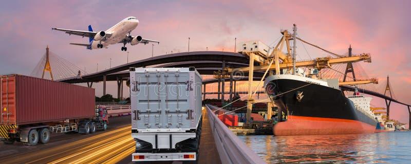 Panoramy przewieziony i logistycznie pojęcie ciężarowym łódź samolotem fotografia royalty free