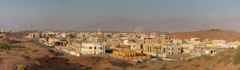 Panorma da área residencial com construção em Ras al Khaimah, Emiratos Árabes Unidos UAE foto de stock royalty free