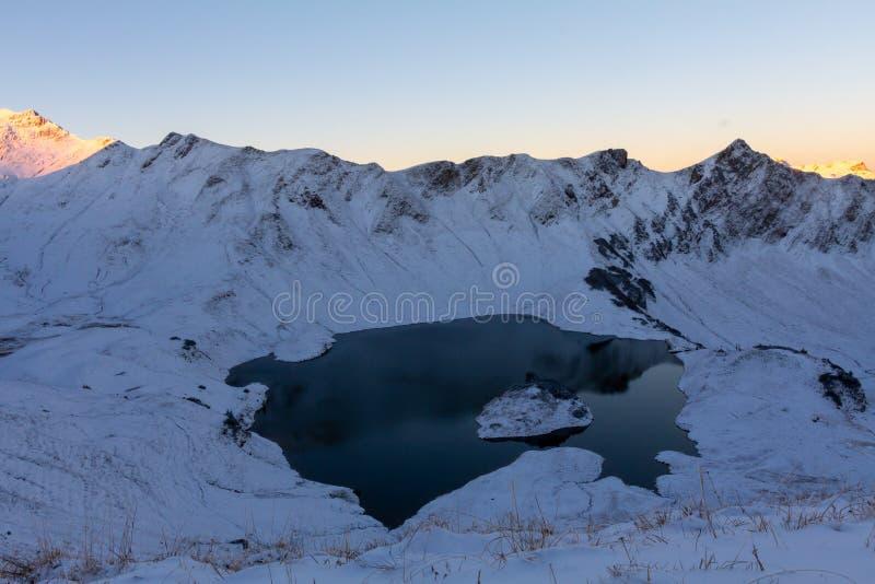 Panorma del lago Schrecksee della montagna nelle alpi di Allgau, Baviera, Germania immagini stock