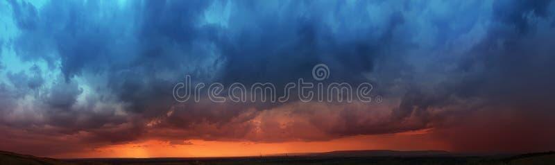 Panoroma, bunter Sonnenuntergang stockbilder