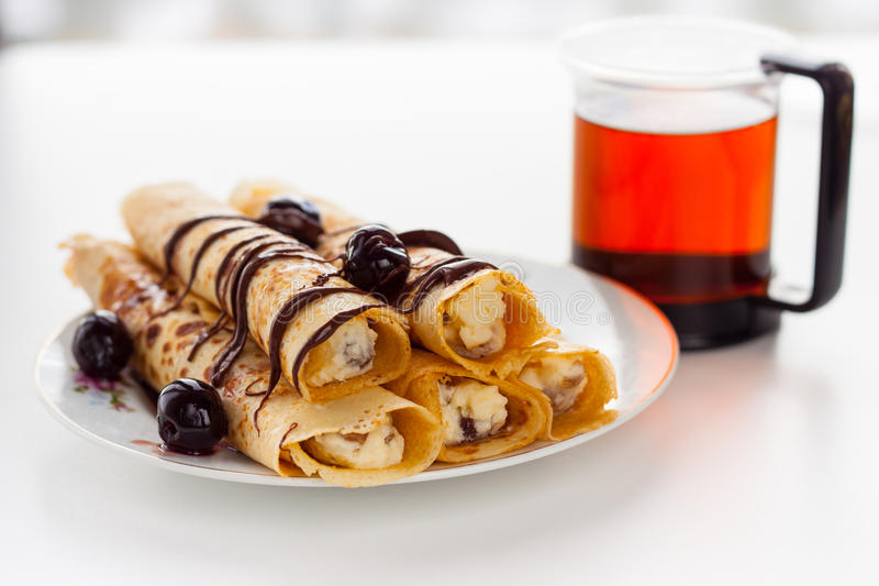 Download Panqueca Doce Com Molho De Chocolate Imagem de Stock - Imagem de sauce, francês: 29846215