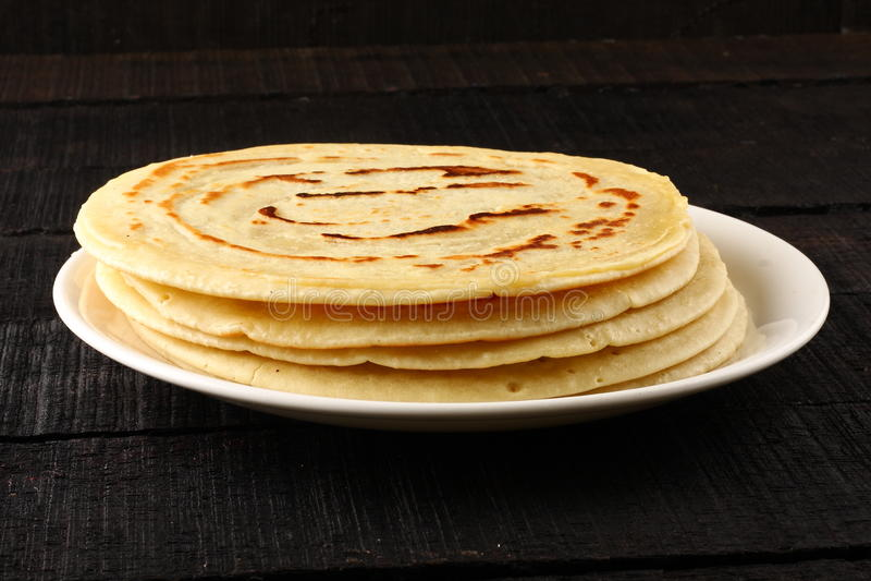 Panqueca inteira saudável do trigo com mel imagem de stock