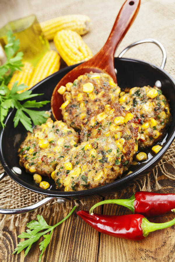 Download Panquecas Do Milho Com Carne Triturada Foto de Stock - Imagem de pork, oriental: 65579676