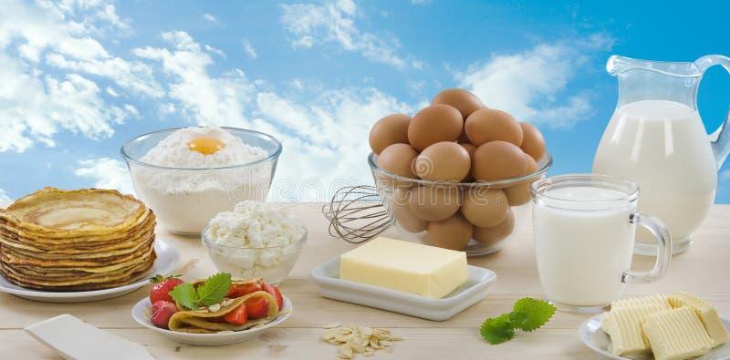 Panquecas e produtos lácteos imagem de stock royalty free
