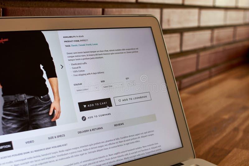 Pantalla de la compra de la tienda en línea foto de archivo