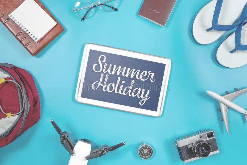 Pantalla de la tableta de las vacaciones de verano foto de archivo
