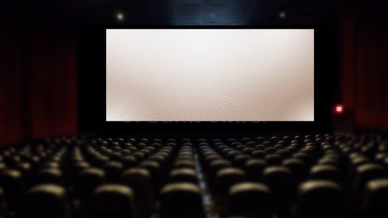 Pantalla de plata grande en cine con el asiento imágenes de archivo libres de regalías