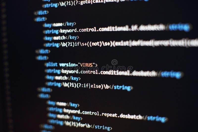 Pantalla del desarrollador del programador, codificación del app de la web Escritura en el ordenador Exhibici?n moderna del c?dig foto de archivo libre de regalías