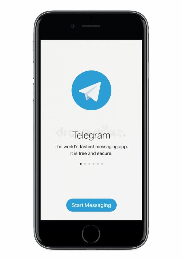 Pantalla del lanzamiento del mensajero del telegrama con el logotipo del telegrama en la exhibición negra del iPhone 8 de Apple fotos de archivo