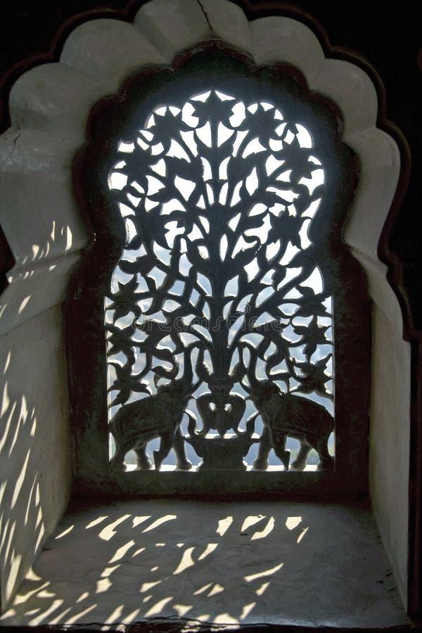 Pantalla india adornada de la ventana fotografía de archivo libre de regalías