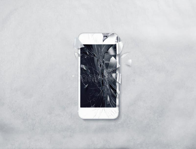 Pantalla quebrada del teléfono móvil, cascos dispersados fotos de archivo