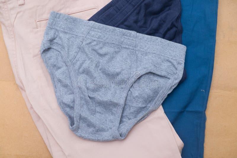 Pantalones cortos grises de la ropa interior de los nuevos hombres fotografía de archivo libre de regalías