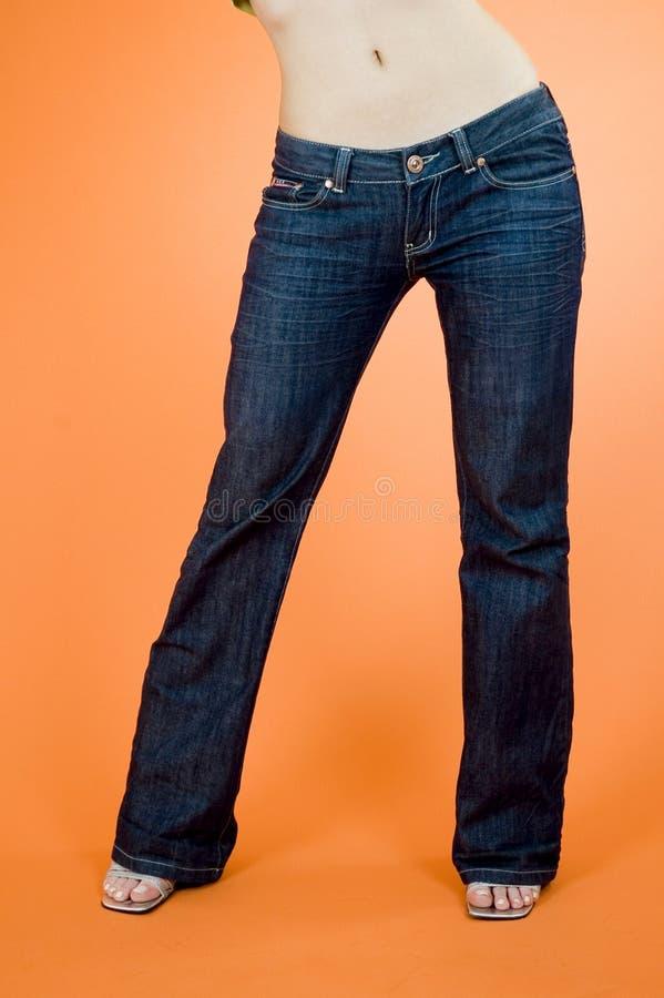 Pantalones vaqueros de la muchacha fotografía de archivo