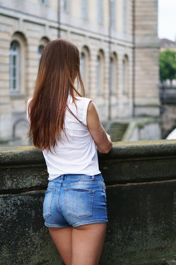 Pantaloni caldi o tendenza di modo di shorts del bottino immagini stock