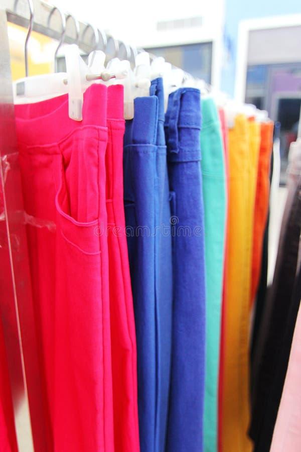 Pantaloni variopinti fotografie stock
