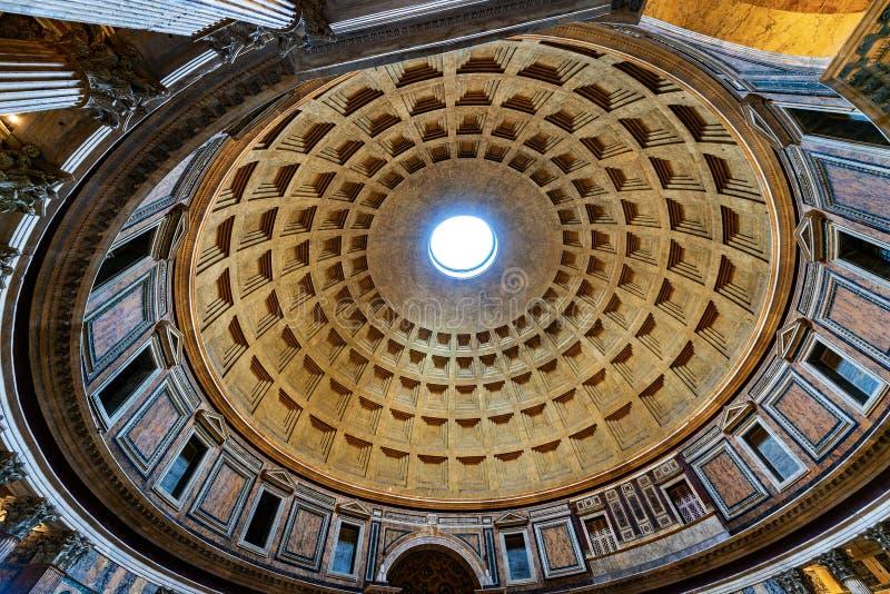 Panteão de Roma Itália - interior da abóbada imagem de stock