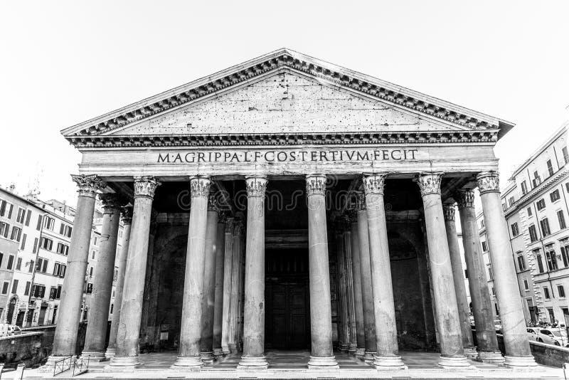 Pante?n en Roma, Italia Vista delantera del p?rtico con las columnas cl?sicas fotos de archivo