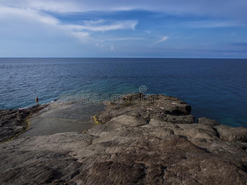 pantelleria,意大利海岛的海岸的老渔夫  库存照片
