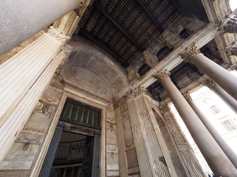 Panteon, popularny turystyczny miejsce przeznaczenia w Włochy z pięknem i elegancja, zdjęcia stock