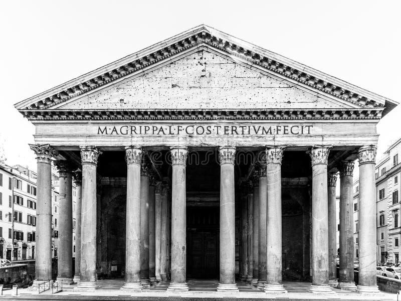 Panteon a Roma, Italia Vista frontale del portico con le colonne classiche immagini stock