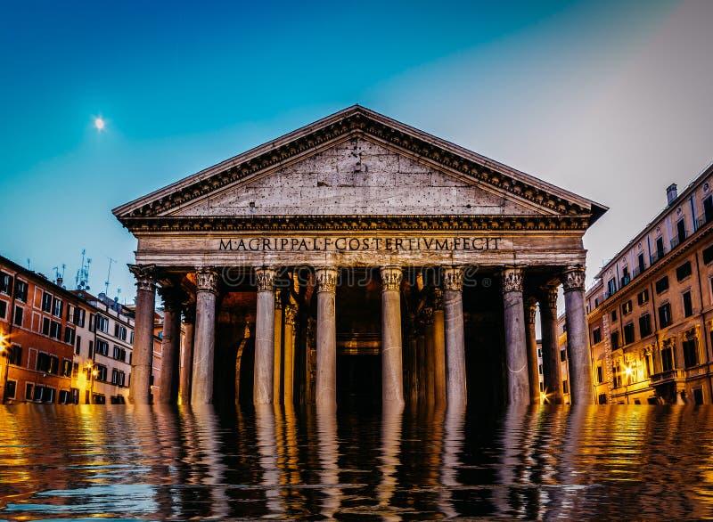 Panteon sommerso a Roma, Italia - concetto digitale del mutamento climatico di manipolazione fotografia stock