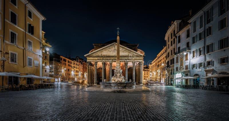 Panteon w Rzymie w nocy zdjęcia stock