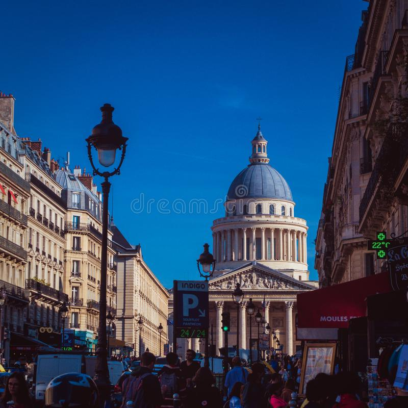 Panthéon Sikt från Rue Soufflot royaltyfri foto