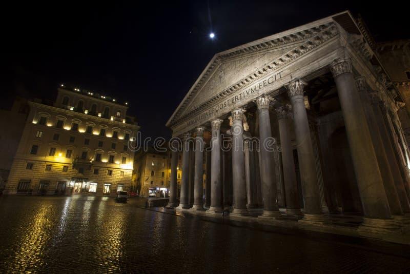 Pantheon, ιστορικό κτήριο στη Ρώμη, Ιταλία - νύχτα στοκ εικόνες